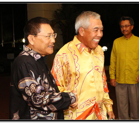 From Left to Right.  Tan Sri (Dr) Ir Jamilus Hussein, Tan Sri Dr Ahmad Tajuddin Ali (CIDB Chairman)